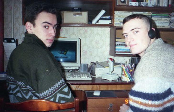 20+ фотографий из семейных архивов, которые передают особую атмосферу 90-х