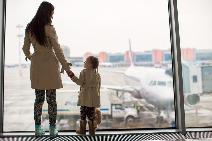 10 вещей, которые врачи, спасатели и путешественники не советуют надевать в самолет