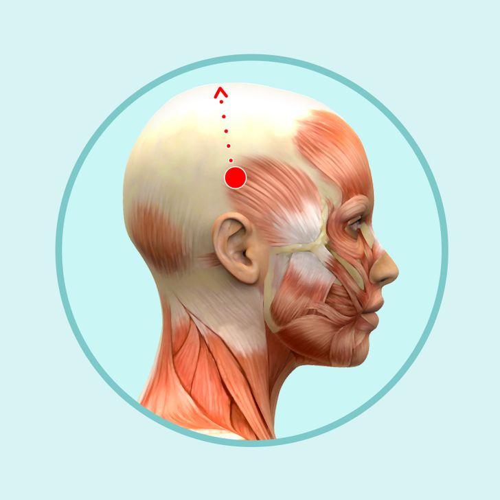 6 простых движений для массажа головы, который поможет избавиться от морщин