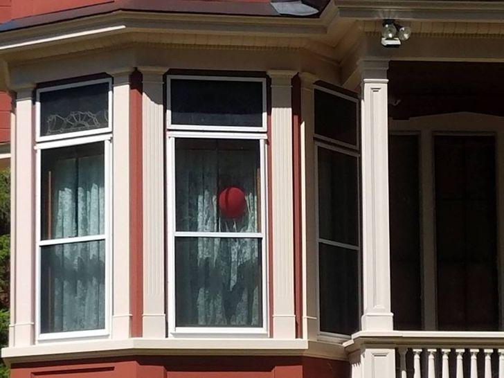 Где находится и как выглядит дом Стивена Кинга (От одного взгляда на ворота мороз по коже)