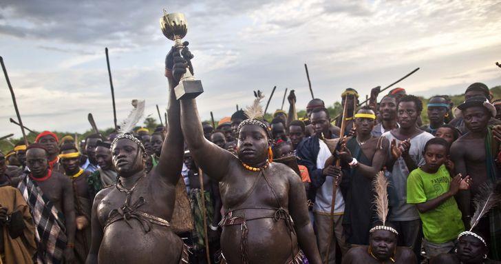 10 новогодних традиций за границей, которые могут ввести в ступор неподготовленного туриста