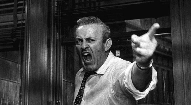 20 примеров поведения, которое раздражает людей больше, чем скрип пенопласта по стеклу
