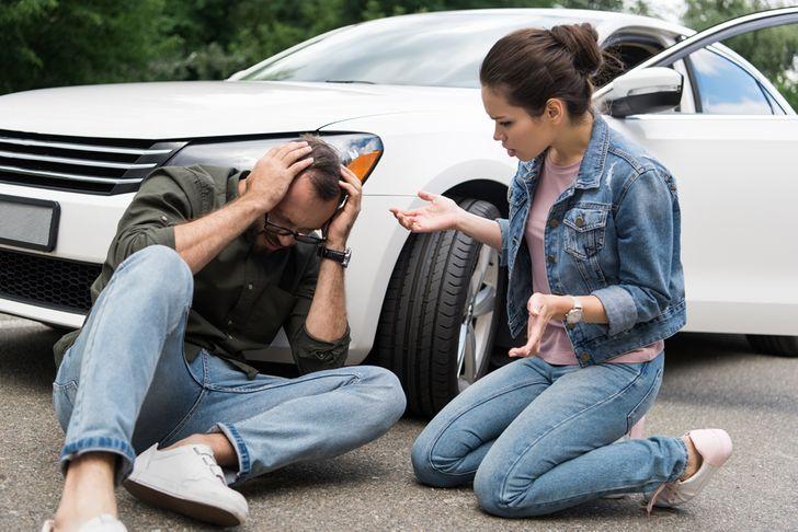 9уловок мошенников, накоторые попадаются даже автомобилисты состажем