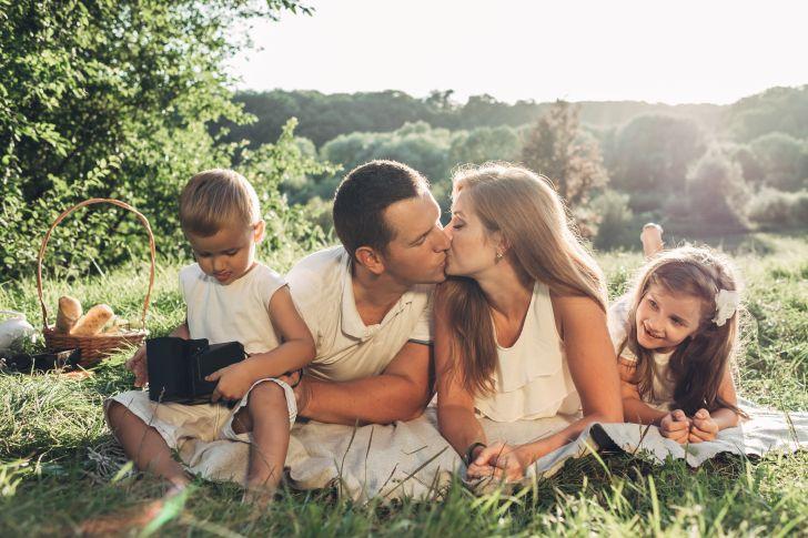 8 французских правил воспитания, которые стоит взять на заметку