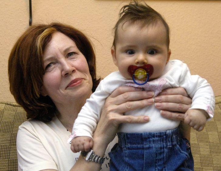 Как сегодня живет женщина, которая родила четверняшек в 65 лет, несмотря на протесты врачей