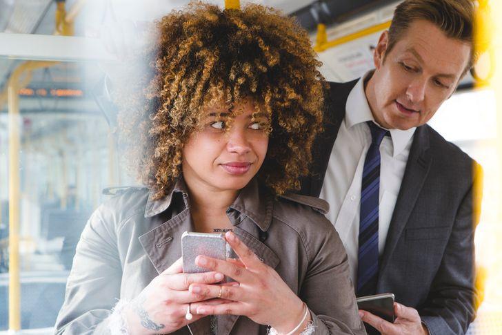 11 привычек окружающих, которые всех раздражают, но у каждой из них есть объяснимые причины