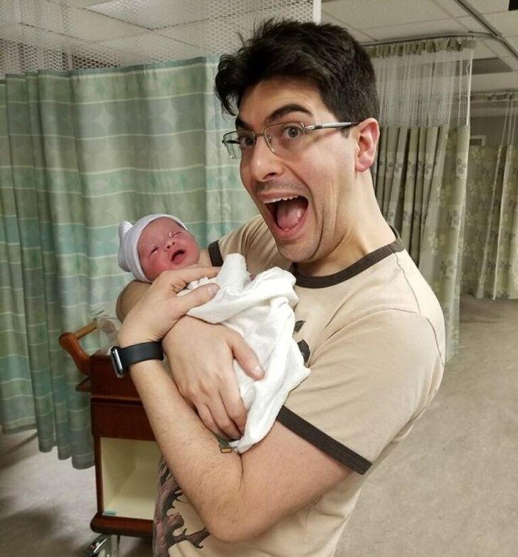 25 пап, которые не стали сдерживать эмоции при виде своего новорожденного ребенка