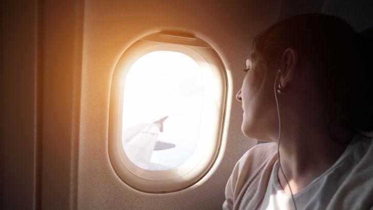 20 вещей, которые лучше не делать в самолете, хотя это и не запрещено правилами