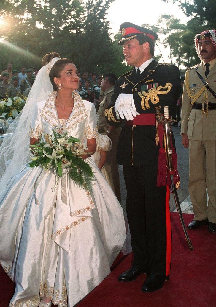 История королевы Рании. Как девушка из семьи беженцев завоевала любовь принца и всего мира