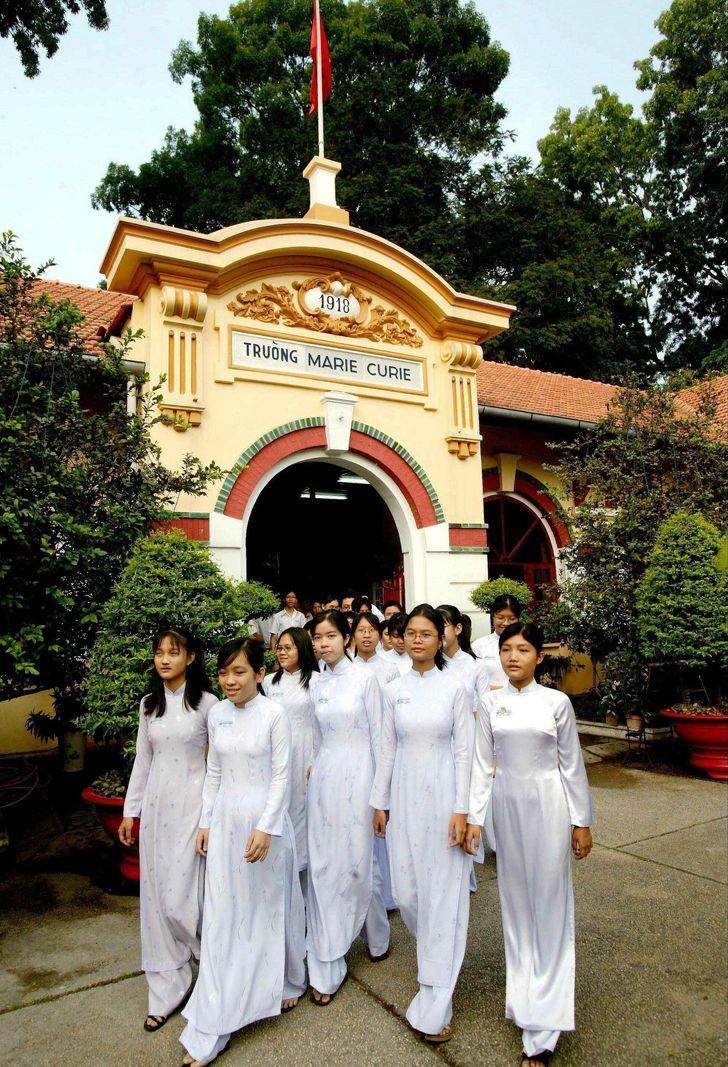Školské uniformy z celého sveta, ktoré by si si obliekol ty sám?