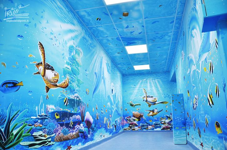 Итальянский художник превратил скучные стены больницы в волшебное королевство, чтобы помочь детям справиться со страхами