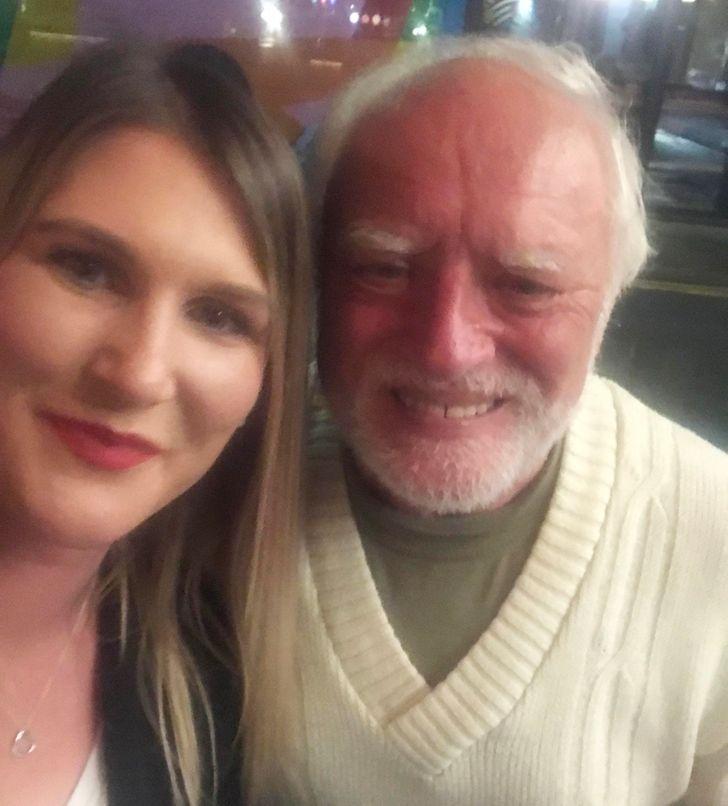 19 человек, которые случайно встретили знаменитость и сделали фото на память