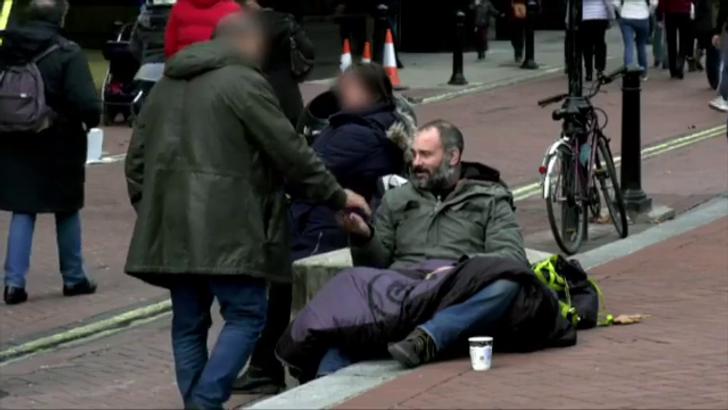 Британский исследователь провел 60дней наулице ирешил, что больше никогда небудет давать деньги бездомным